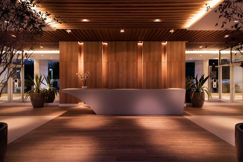 Lobby | IN SIDE PENÍNSULA HOME DESIGN – Apartamentona  Barra da Tijuca - Rio de Janeiro - Rio de Janeiro